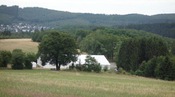 Blick auf das Festzelt in Alchen
